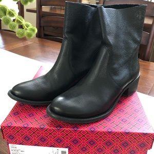 Tory Burch Siena bootie black size 10